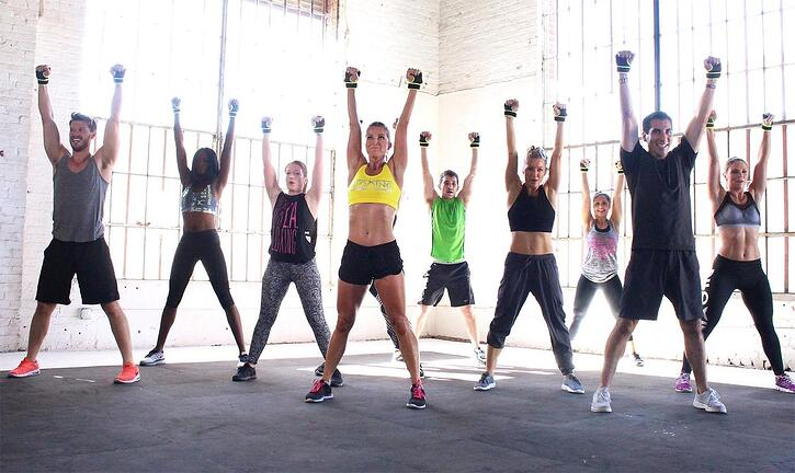 group-piloxing-arms-raised